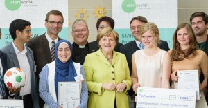 die Preisträger mit Bundeskanzlerin Dr. Angela Merkel